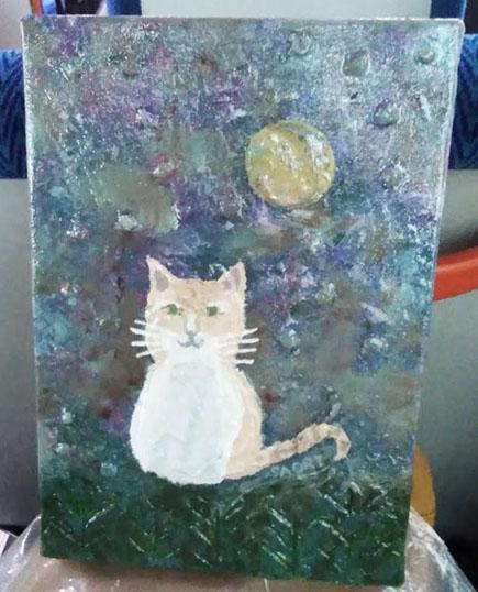 月夜と佇む猫(暗めのところで撮影)