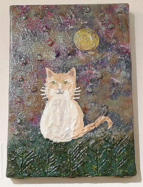 月夜に佇む猫